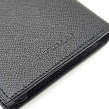 素材の上質さが引き立つ刻印ロゴ