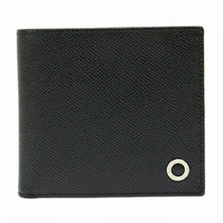 端正な見た目と裏地のギャップが魅力の「ブルガリ ブルガリ マン」の二つ折り財布