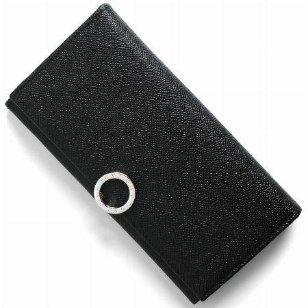 高級感を高めるロゴクリップが印象的な「ブルガリ ブルガリ」の長財布