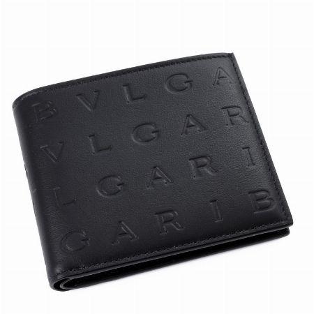 スペシャル感満載のエンブレムが魅力の「BB フラグメント」の二つ折り財布