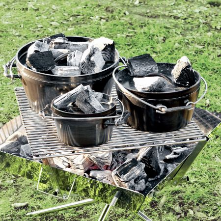 手軽に鉄製ならではの調理性能を楽しめる「黒皮鉄」製