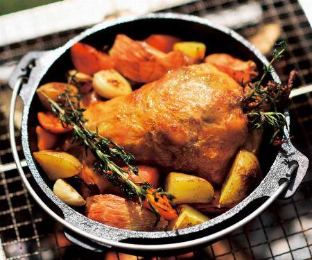 焼く・煮る・蒸す・燻すetc.。ダッチオーブンで作れる料理とは