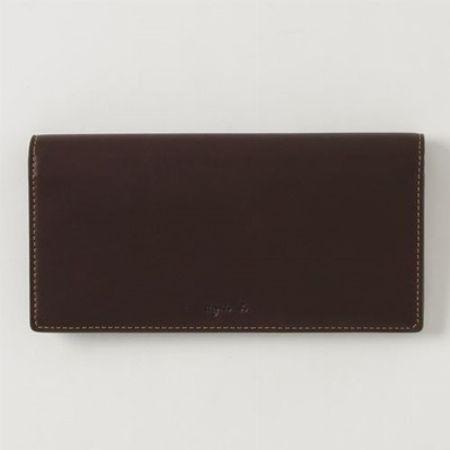 レザーへのこだわりが光る長財布