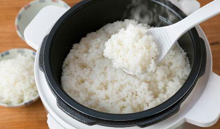 炊飯器の半分以下の時間でご飯がふっくらおいしく炊き上がる