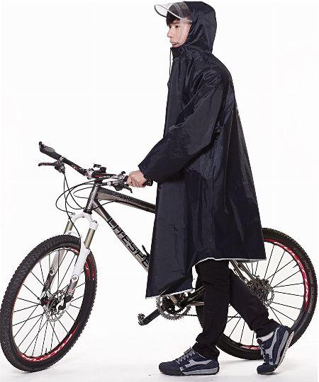 安全第一。雨の日に自転車に乗るならレインコートが必須