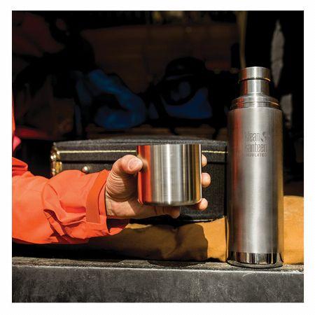 「ボトル」は飲み物を持ち運ぶためのドリンク容器