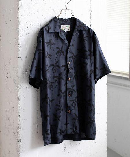 ▼アイテム2:「アロハシャツ」は、色数が少ないモダンな柄が本命