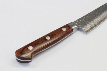 刃だけでなく、ハンドル部分の素材もチェック