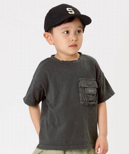 自分が好きだから着てほしい。キッズTシャツには、父の好みが表れる