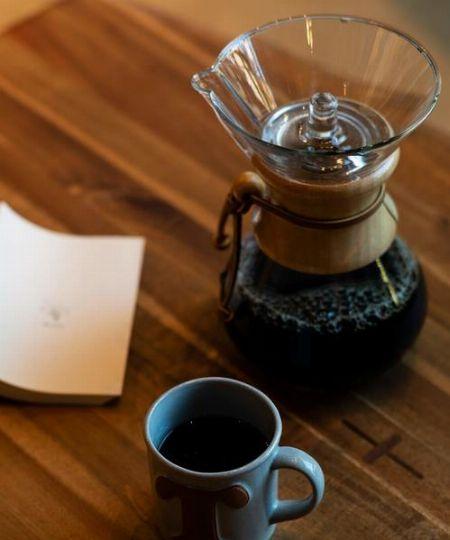 イームズ夫妻や柳 宗理氏も愛用した『ケメックス』のコーヒーメーカー