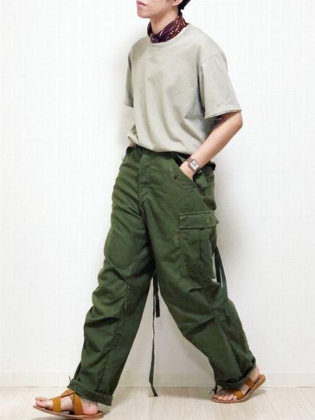 ▼パターン1:シンプルな装いの上品なアクセントとして効かせる