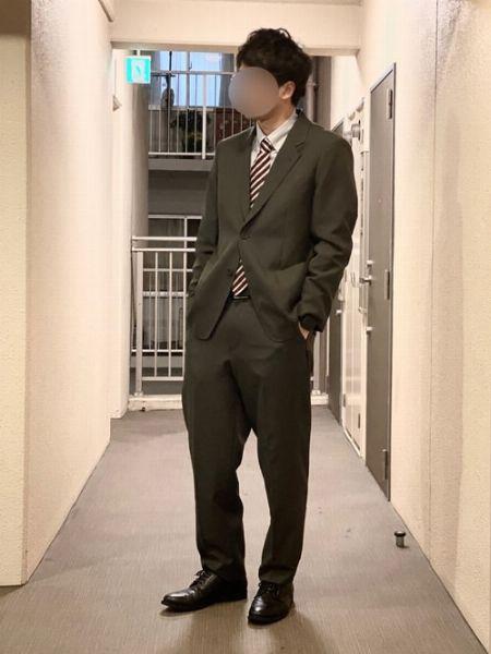 ビジネススーツの基本形は、白シャツ+レジメンタルタイ