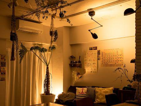 「天井」を照らせば、狭い部屋でも開放感が演出できる