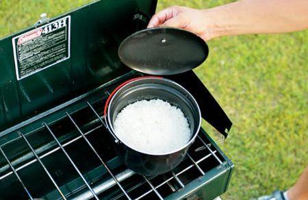 基本の煮炊きは「鍋クッカー」