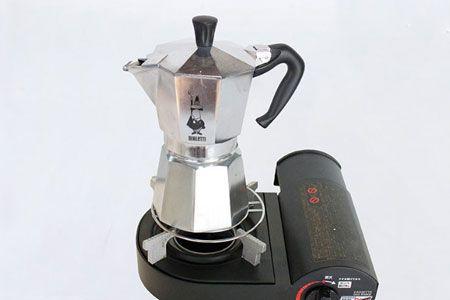 本体を火にかけて沸騰させ、コーヒーを抽出する