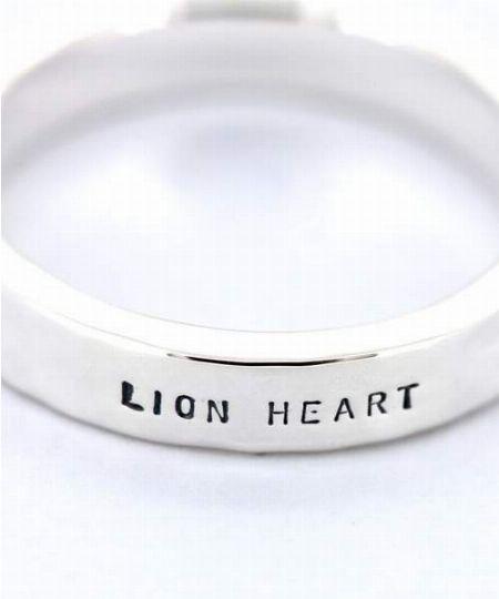 シルバーアクセブランドの定番。『ライオンハート』のネックレスを選択肢に