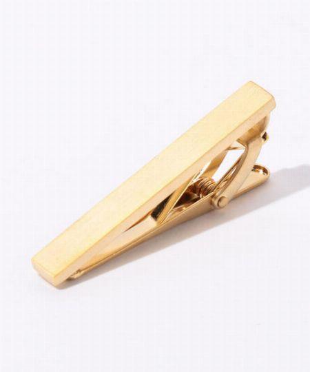 リュクス感が漂うゴールドのクリップ式タイバー