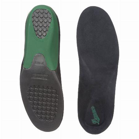 アウトドア靴ゆえに。大きめのサイズ感は純正インソールで対応を