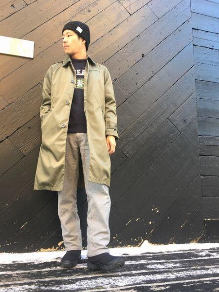ステンカラーコートでウインターブーツを大人っぽく