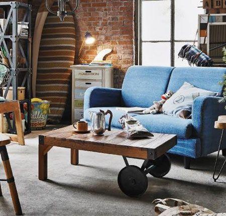 ▼ポイント2:さりげなくヴィンテージ感を醸し出す古材を使った家具