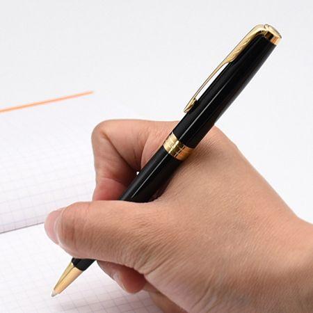まずは書きやすさを左右する軸の太さや長さをチェック