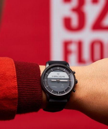 腕時計型の「スマートウォッチ」タイプ