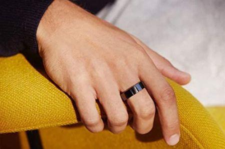 指輪型の「スマートリング」タイプ