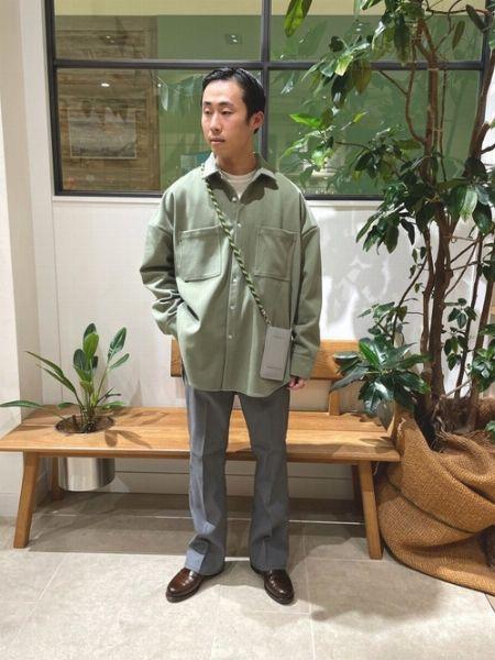 ただのシャツとは選び方から違う。オーバーシャツは素材とサイズに注意 2枚目の画像