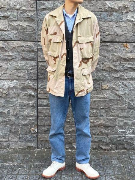 ミリタリージャケットを爽快にアレンジしたスタイリング
