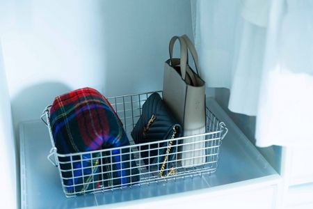 バッグやすぐに洗わない洋服など、一時置きボックスがあると便利