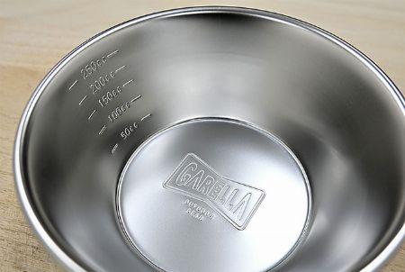 カップの内側の目盛りで、計量カップとしても使用可能