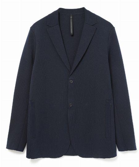「度詰めスムースニット」のジャケット&パンツ