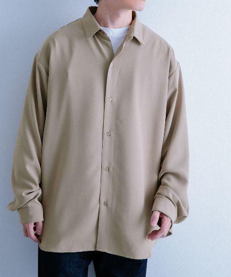 大人のための新定番。ベージュのシャツが着こなしの洒落感アップに効く