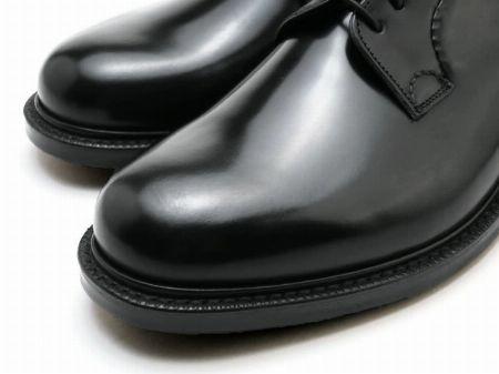 とんがらない、が大人好み。丸みとボリュームを備えた英国靴の見本