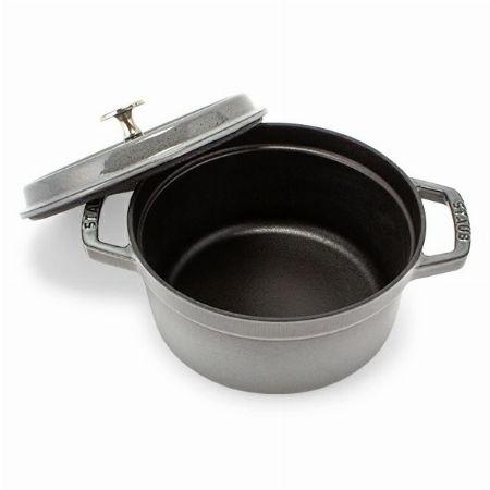 『ストウブ』の鍋を使い始める前に必要な工程。シーズニングの方法を知る 2枚目の画像