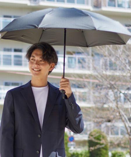 女性だけじゃない。メンズも日傘を差すのが当たり前に!?