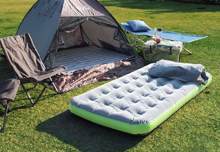キャンプでもすやすや。心地良い睡眠のお供にエアーベッドが重宝