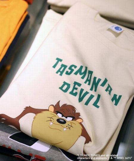 かわいらしくて洒落感もあるキャラクターTシャツは、大人の着こなしにもマッチ