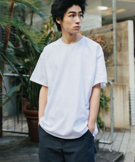 『ギルダン』のTシャツは、身幅がややタイト。大きく着たいなら丈感にも注意しよう