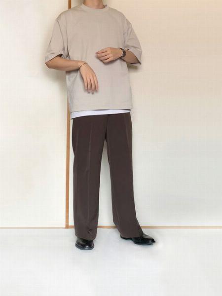 Tシャツの裾からインナーを覗かせるのが初級編