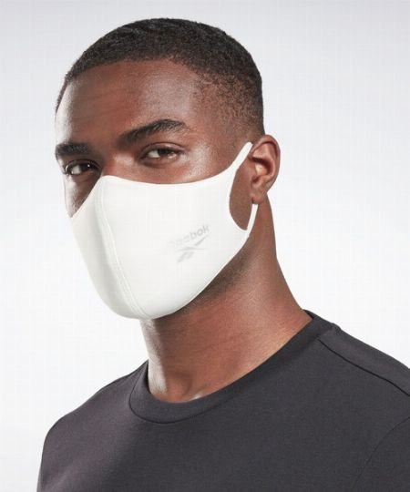 世代を問わず人気。スポーツブランドのマスクが続々登場