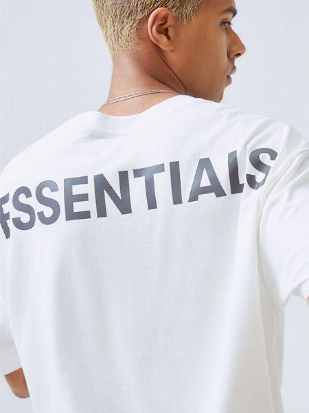 アウトドアTとはまた違う。開放的な気分を演出するストリートブランドのTシャツ