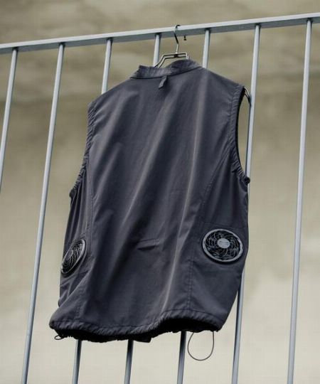 服の中に直接空気を取り込めるファンが付属 2枚目の画像