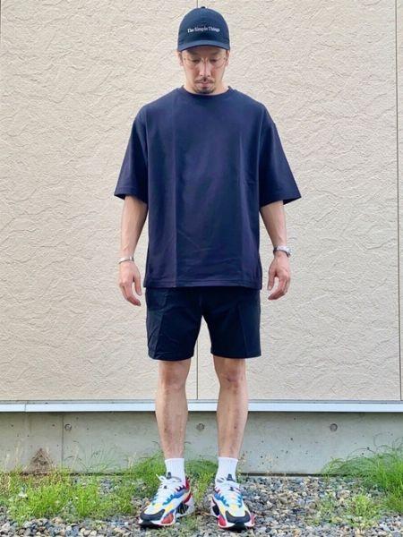 Tシャツ×ショートパンツをワントーンで大人っぽく格上げ