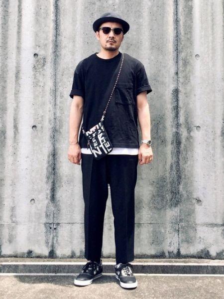 パンツのドレッシーさが引き立つモノトーンスタイル