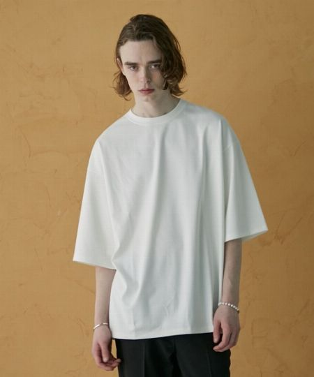 シンプルで使える無地Tシャツ。実は着こなすのが難しい?