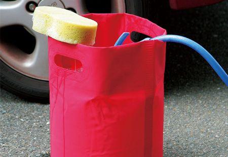 水に浸かってもOKなぐらい、耐水性を備えた素材を選ぶべし