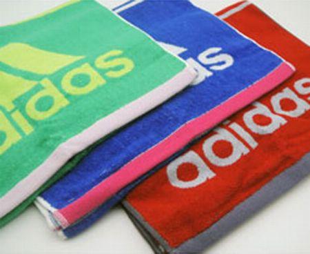 運動時に汗をかいたらこまめ拭いてリセット。スポーツタオルがあれば安心です 2枚目の画像
