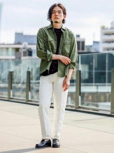 白デニムがあればミリタリーシャツも都会的に着こなせる