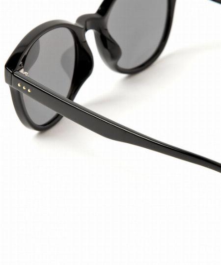 メガネをファッションアイテムに変えた、税込み5,500円&最短30分からのお手頃さ